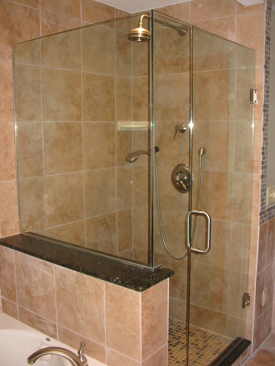 005 Frameless Glass Shower Enclosure