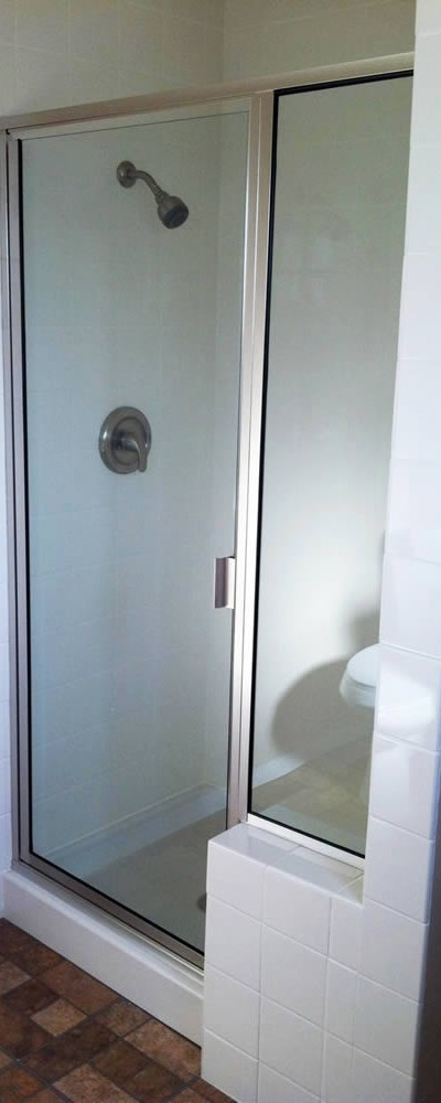 043 Framed Shower Door - Alpharetta, Georgia