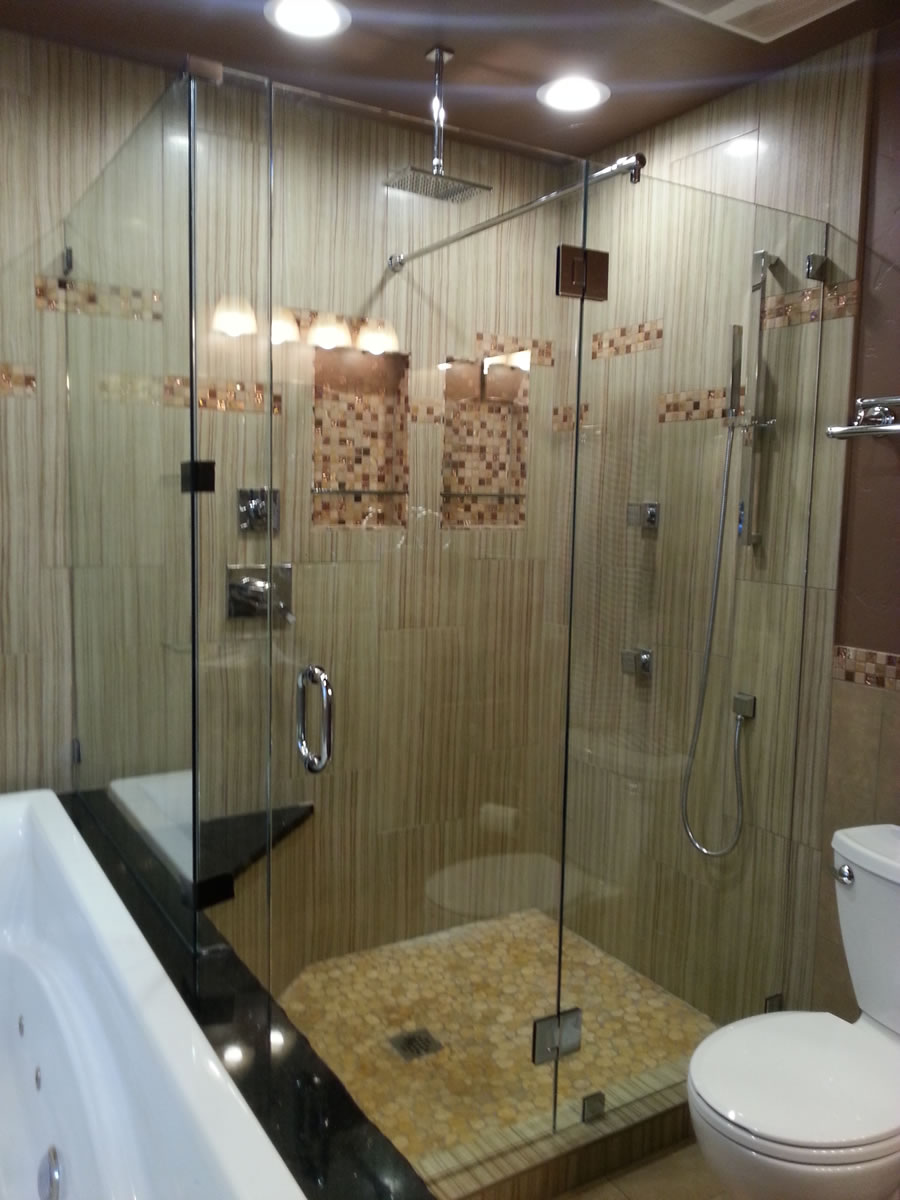 012 - Frameless Shower Doors Roswell 30009